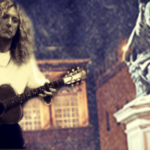 Robert Plant plays Stairway to Heaven Acoustically