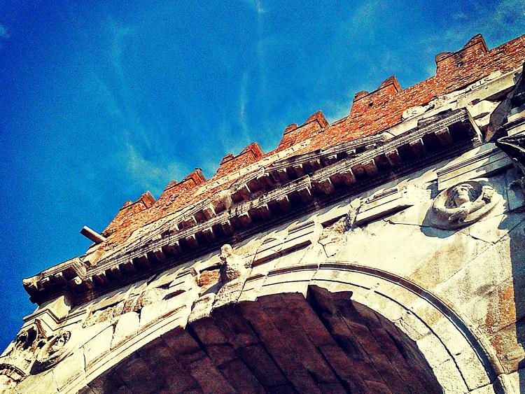 Rimini's Arco d'Agosto