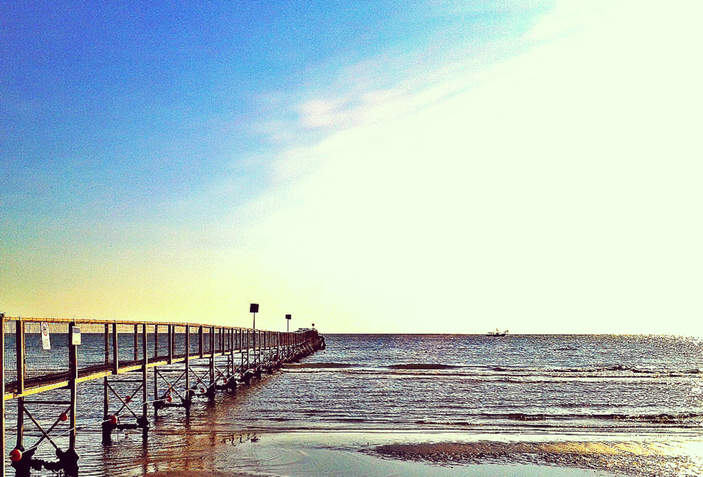 Pontile pier on bagno 41 in the early morning visit rimini - Bagno riviera 1 rivabella rimini ...