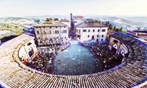 Piazza Maggiore Mondaino - the Frying Pan Piazza