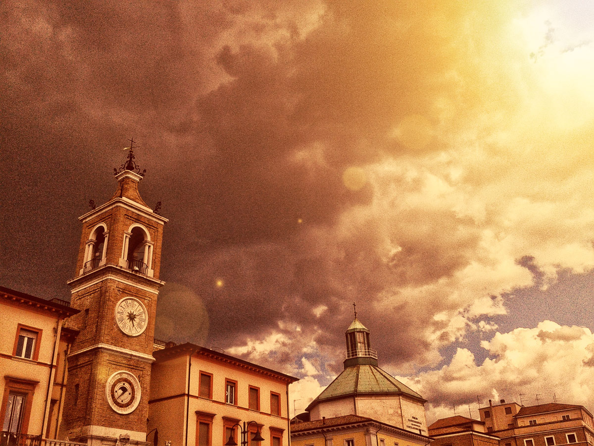 rimini-clocktower-clouds