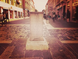 The Caesar Plinth - not Roman, but a memory of Roman Rimini